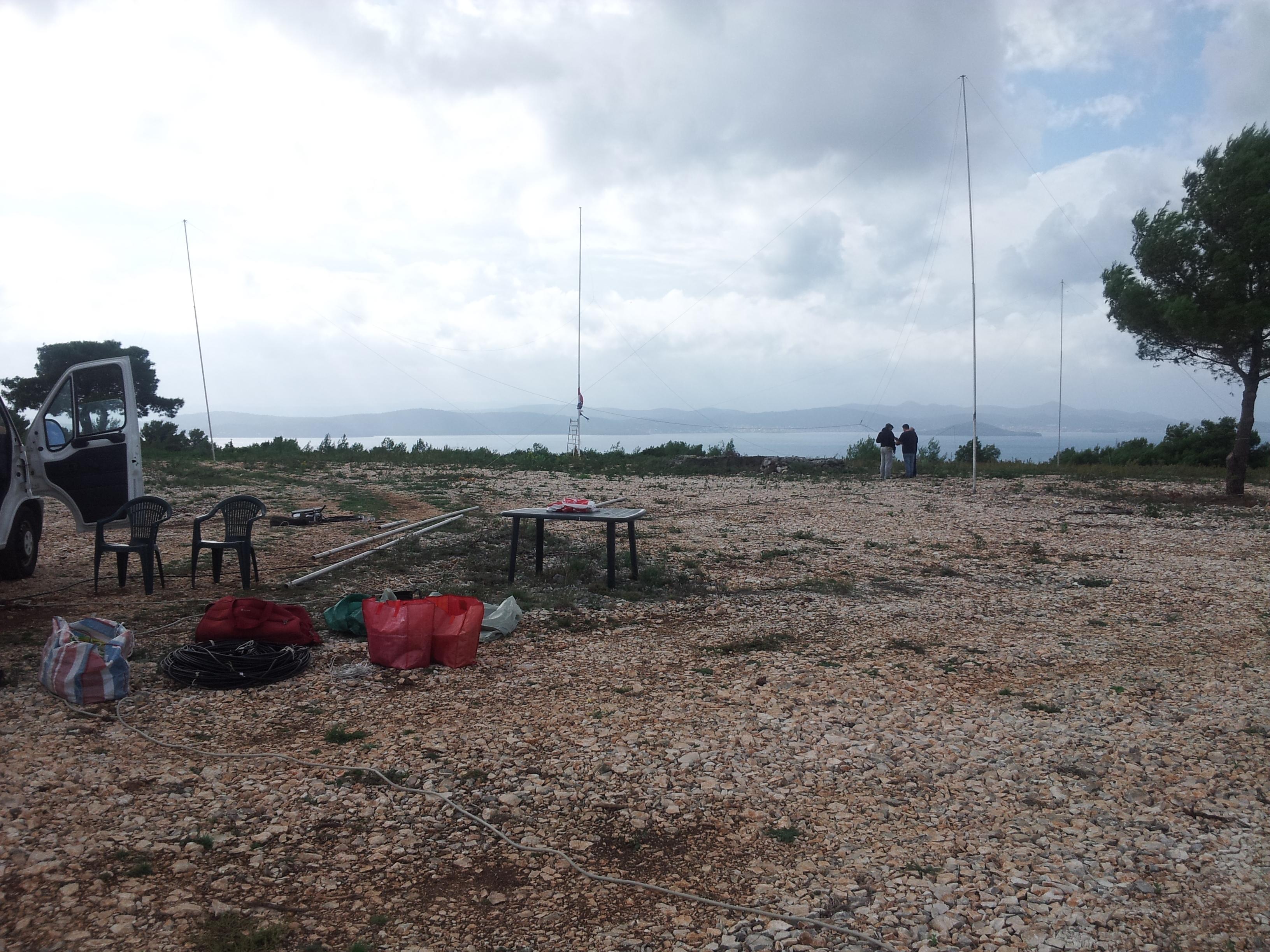 Podizanje sky-loop antene na terenu